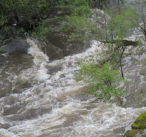 El Alberche crecido por las lluvias previas.