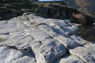 Conjunto de diaclasas en el granito