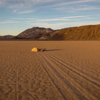 Piedras danzantes en el Valle de la Muerte