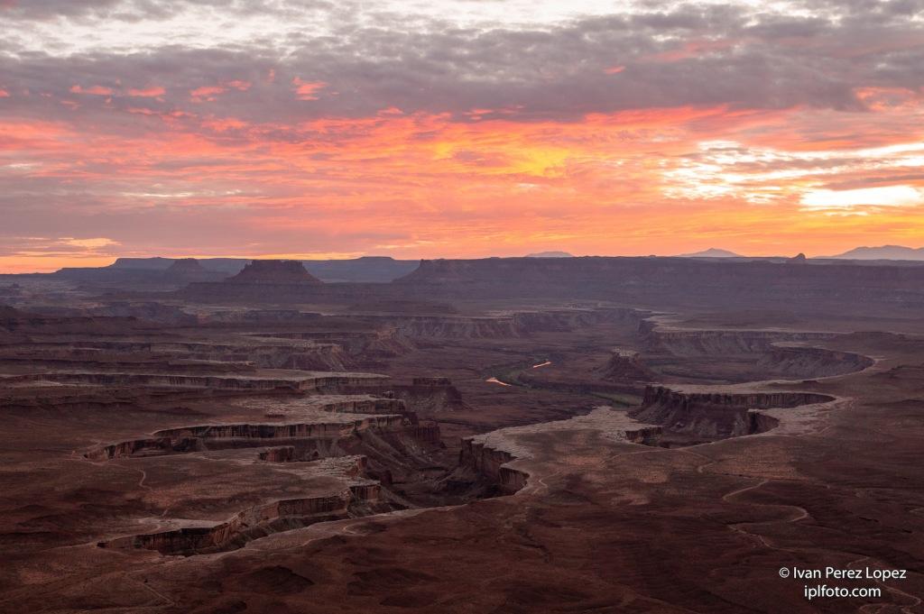 Vista del Green River y la meseta 'Island in the Sky' en el Parque Nacional Canyonlands, Utah, Estados Unidos. © Iván Pérez López (iplfoto.com)