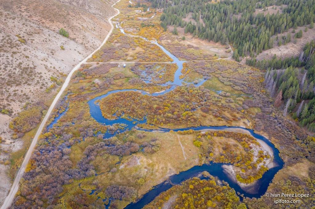 A vista de dron, el río Little Smoky Creek, en las montañas Sawtooth, Idaho, Estados Unidos. © Iván Pérez López (iplfoto.com)