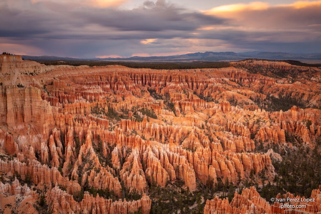 Panorámica del paisaje kárstico del Bryce Canyon National Park, Utah, Estados Unidos. © Iván Pérez López (iplfoto.com)